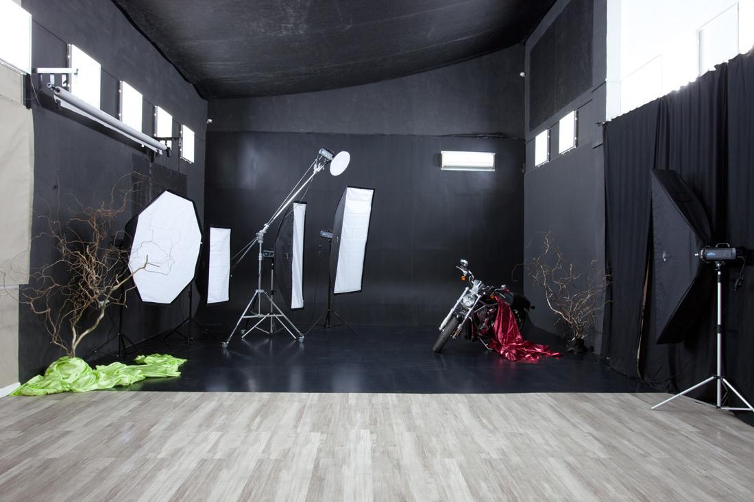 Белый чемодан студия киев тверь девушка модель работа