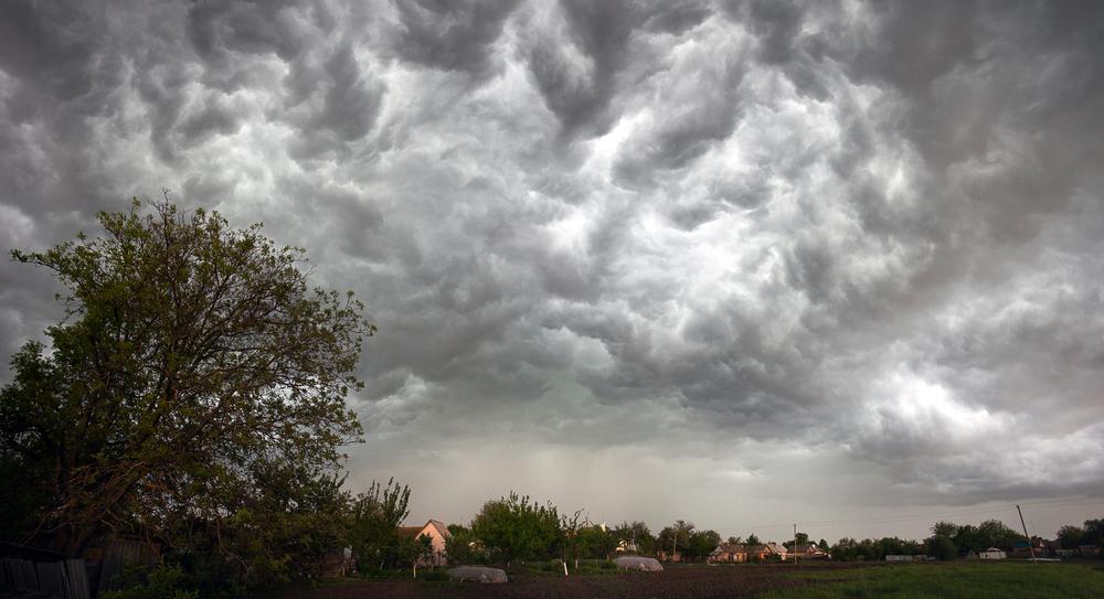 Гроза, град і шквали: на Франківщині – штормове попередження