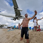 10. Взлетно-посадочная полоса аэропорта, которая начинается прямо у пляжа Махо на острове Сент-Мартин. Источник: blog.kupibilet.