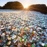 16. Стеклянный пляж в Калифорнии. Источник: ranatungaa.