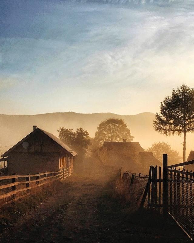 Карпатський осінній світанок... Автор: Роман & Галя (*_*)