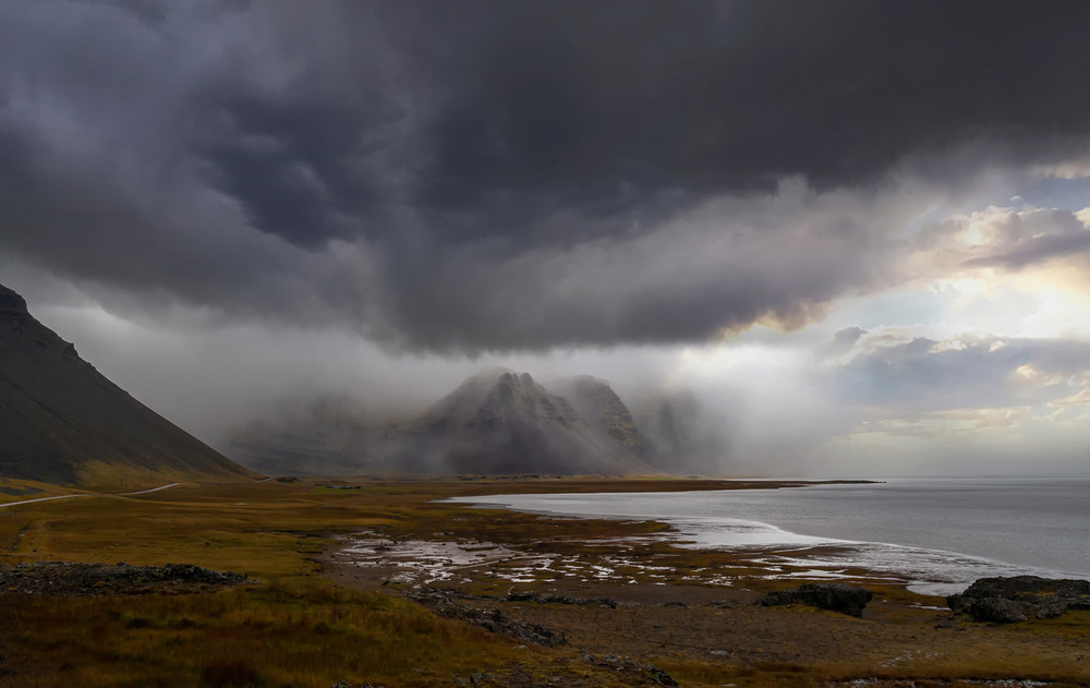 Борьба стихий... Исландия! Автор: Александр Вивчарик