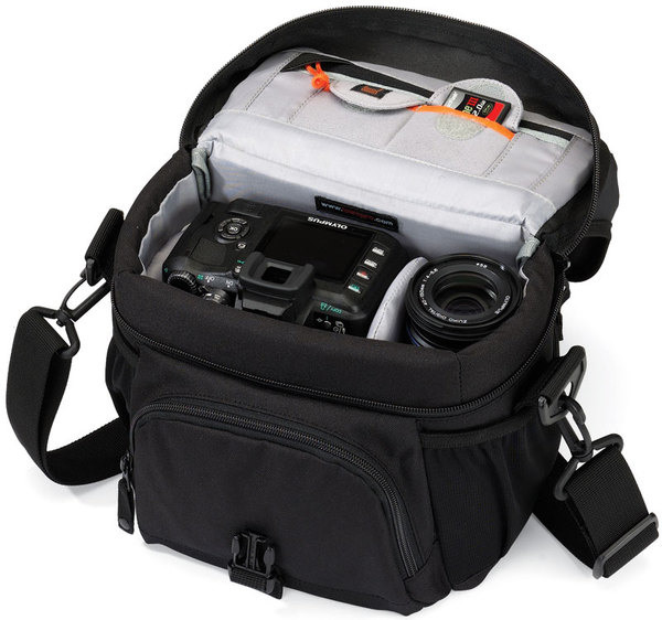 Продам Nikon D700 body + Nikon AFZoom-Nikkor 24-85mm f/2.8-4DIF + 3фильтра + сумка Lowepro