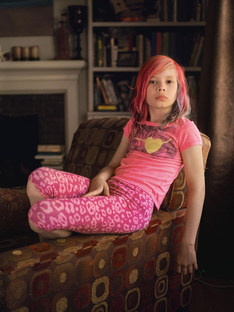 2 Автор: Робин Хаммонд. «Самое лучшее в том, чтобы быть девочкой то, что теперь мне не придётся притворяться мальчиком», – говорит Эйвери Джексон из штата Миссури. Ребёнок родился мальчиком, но считает себя девочкой.