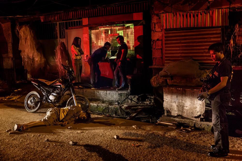 12 Автор: Адам Дин. 41-летний Анджелито Лучано был местным добровольцем сообщества, которое помогало полиции в борьбе с наркотиками. Согласно полицейскому отчёту, его убили наркодельцы.