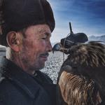 1 Гран-при в номинации «Фотограф года». «Человек и орел» Автор - Сюань Нью, Синьцзян, Китай.