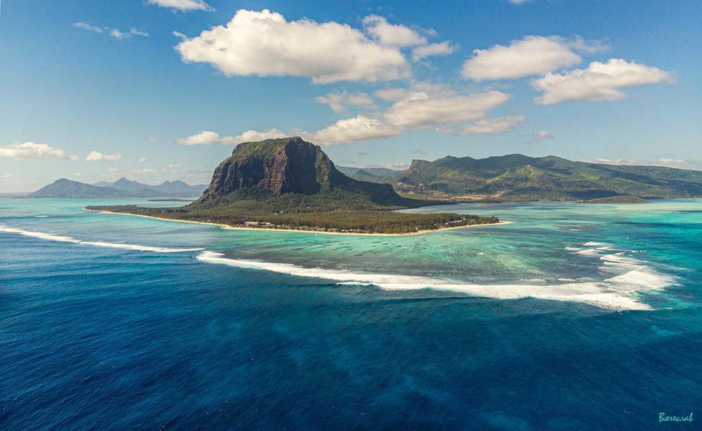 Є далекі острови... Автор: В'ячеслав
