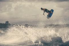 1 Вейкбордист Кори Тёниссен (C-Tune) катается по реке Твид в штате Квинсленд. Brett Hemmings/Red Bull Content Pool.