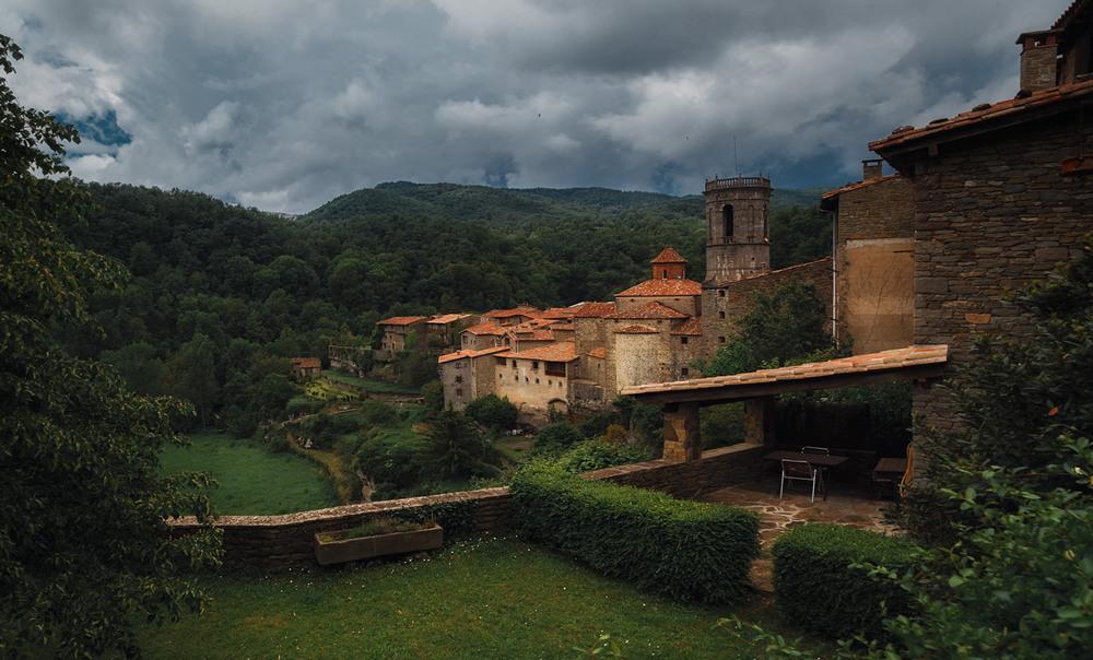 Пасмурным днем по глубинкам Каталонии...Испания! Автор: Александр Вивчарик
