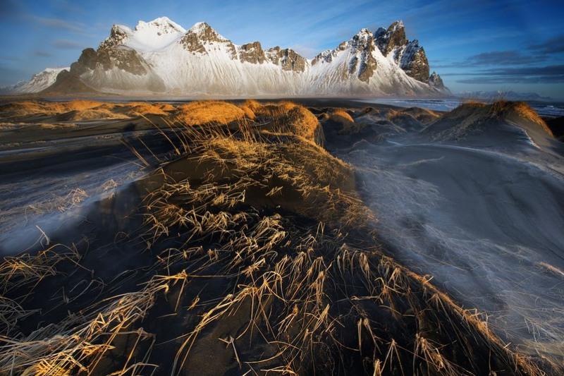 "18 ""Dunes, sea and mountains interact"". Исландия. Автор - Тревор Коул."