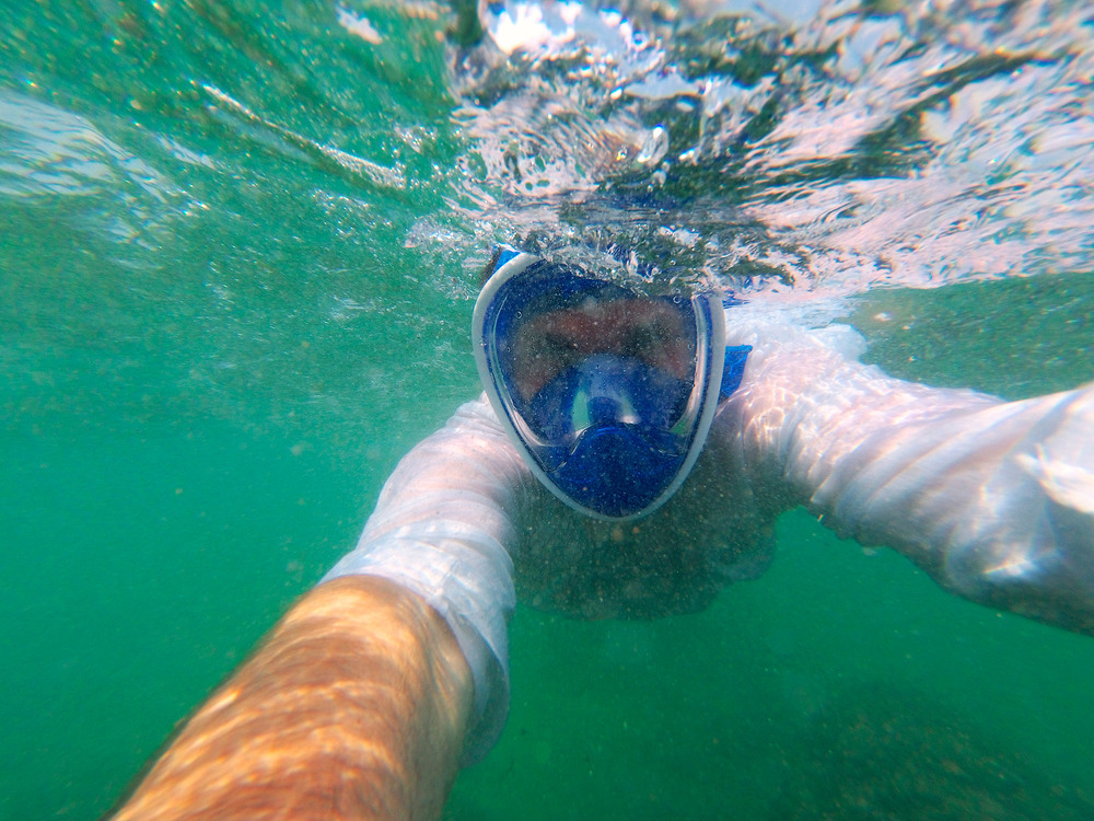 7. Не дивлячись на інтенсивні підводні течії та бурхливі хвилі, вода залишається прозорою.