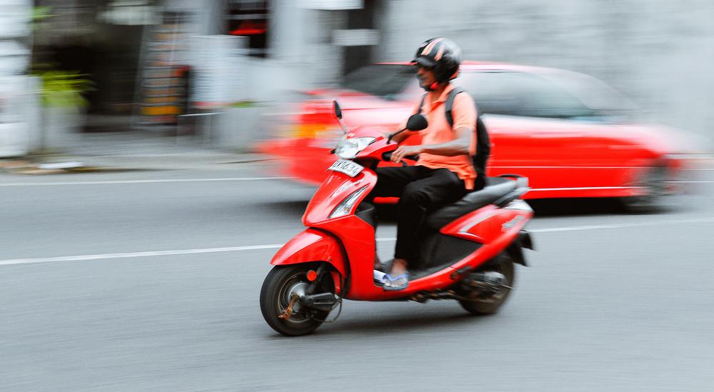 16. Шалений лівосторонній рух не для кожного цивілізованого водія. Про поворотники, аварійку та правила, тут не чули. Основна мова спілкування- набір сигналів.