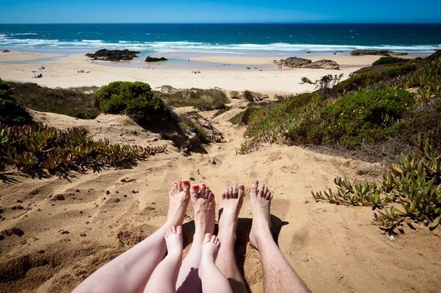 Нудистские пляжи Северного Вила-Нова-де-Милфонтеш, Португалия.