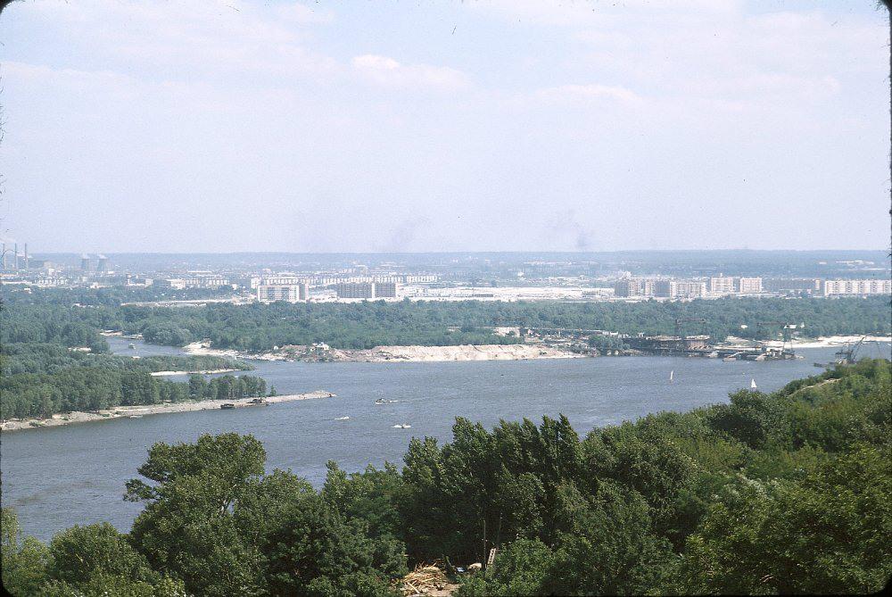 4 Строится мост Метро, появились первые дома на Русановке.