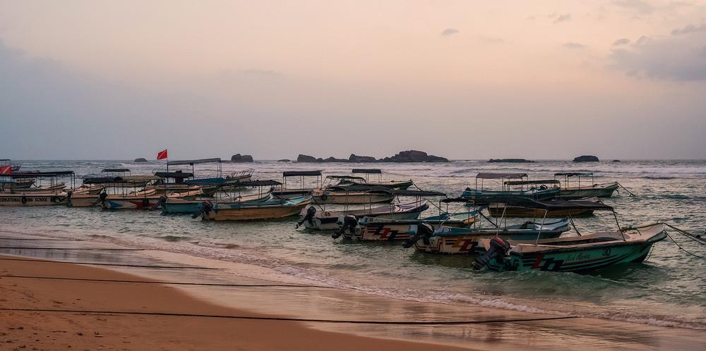 27. Ті що з узбережжя, в основному зайняті рибальством та катанням туристів.