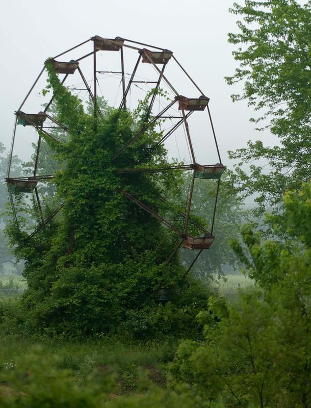17 Заброшенное колесо обозрения. Источник: Kyle Telechan.
