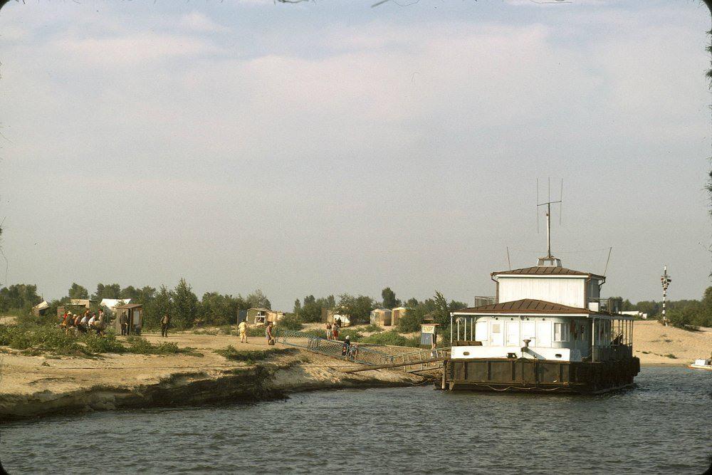 20 Типовой киевский дебаркадер. Один из них сохранился в заливе около Троещины.