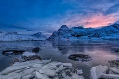 світанок на далекому острові Автор: В'ячеслав