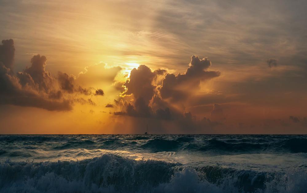 """В """"огне"""" стихий... побережье Мексики. Автор: Александр Вивчарик"""