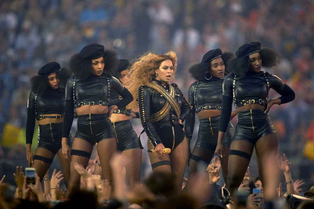 8 Февраль. At Beyoncé's performance during the Super Bowl halftime show, her dancers wore outfits reminiscent of the Black Panther movement.Robert Beck
