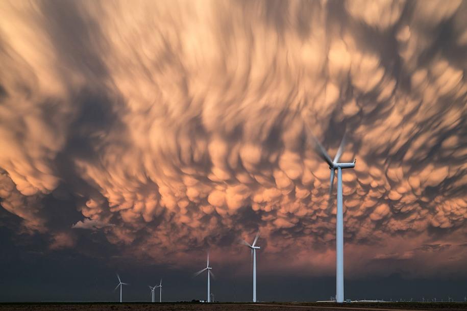 10 Категория «Окружая среда», 1 место. Вымеобразные облака в штате Канзас. Автор: Terry Koyama