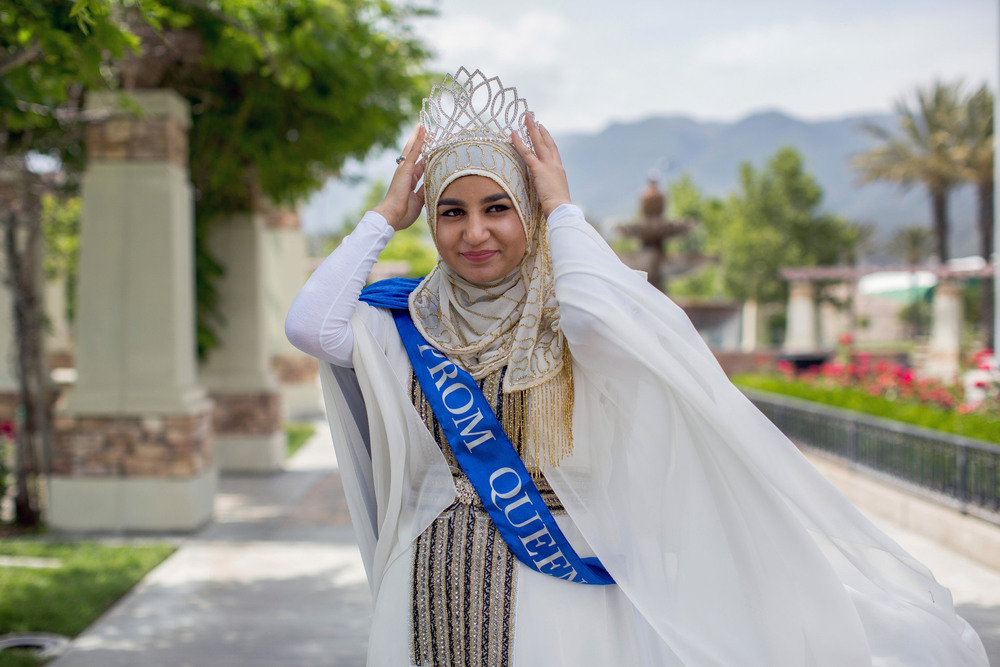 16 Апрель. Zarifeh Shalabi, 17, was elected prom queen at her high school a few miles from the terrorist attack in San Bernardino in December 2015. Her non-Muslim friends campaigned for her by wearing hijabs in solidarity. Monica Almeida