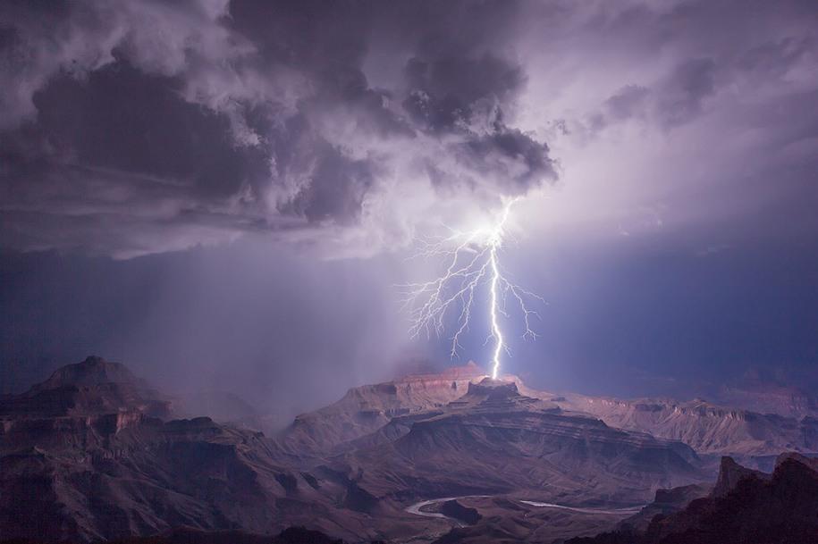 16 Категория «Классический вид», 1 место. Гроза в Гранд-Каньоне, Национальный парк. Автор: James Menzies