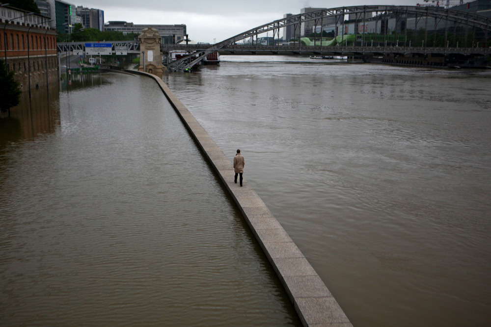 22 Июнь. Heavy rains in France lifted the Seine River to its highest levels since 1982.Pierre Terdjman