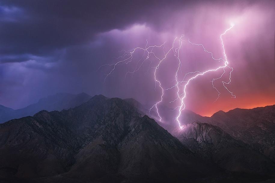 20 Категория «Моё США», 2 место. Молнии в горах, Калифорния. Автор: Michael Shainblum