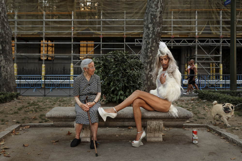 25 Июль. A woman shared a bench with a Gay Pride participant posing for photographs.Daniel Ochoa De Olza/Associated Press