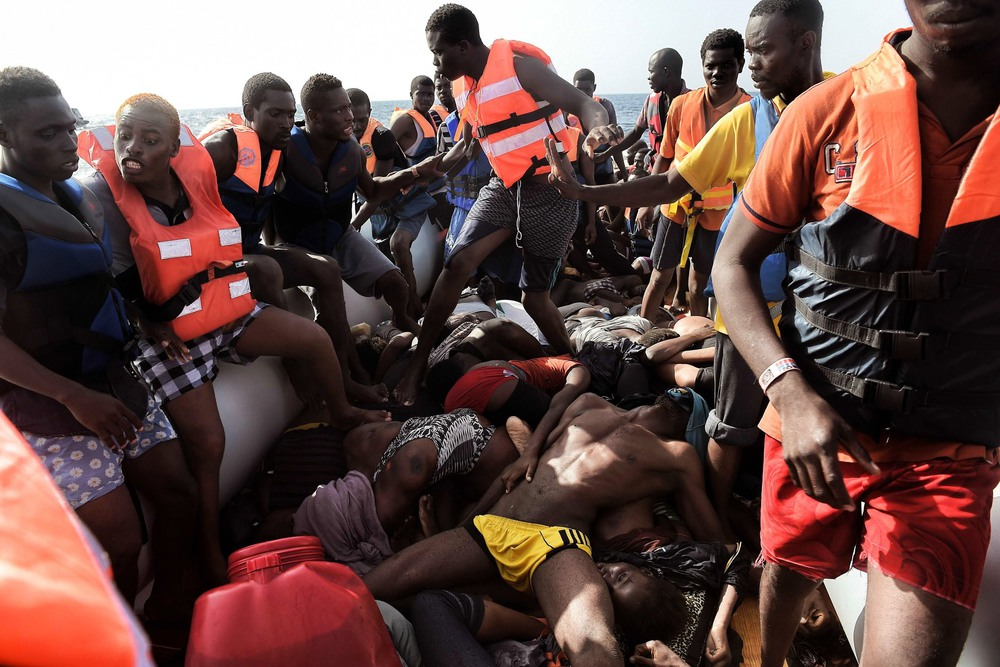 37 Октябрь. Migrants stepped over the bodies of those who did not survive the dangerous trip from North Africa to the Mediterranean. They were part of a wave of 11,000 migrants rescued by aid groups and the Italian Coast Guard in one week.Aris Messinis/Agence France-Presse — Getty Images