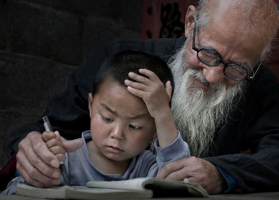 11 Почётное упоминание. Дедушка и внук. Автор фото: Ицзюн Ся.