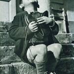 1 Австрийский мальчик получил новые туфли во время Второй мировой войны.