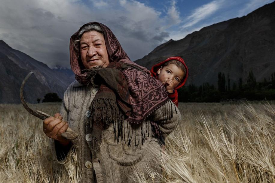 19 Женщина в поле. Автор фото: Хамед АльГханбоси.