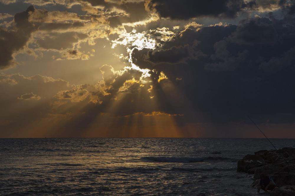Рыбалка на закате. Автор: Ольга.