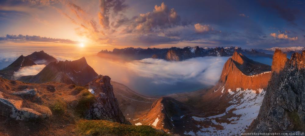 Норвегия. Остров Сенья. Панорама с горы Husfjellet на фьорд Steinfjorden и Зубы дьявола Автор: Александр Науменко