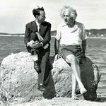 17 Альберт Эйнштейн летом 1939, Нассау-Пойнт, Лонг-Айленд, Нью-Йорк.