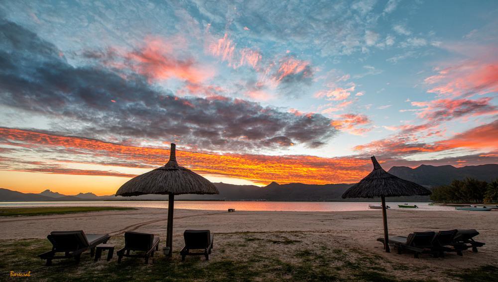 Схід сонця на далекому острові Автор: В'ячеслав