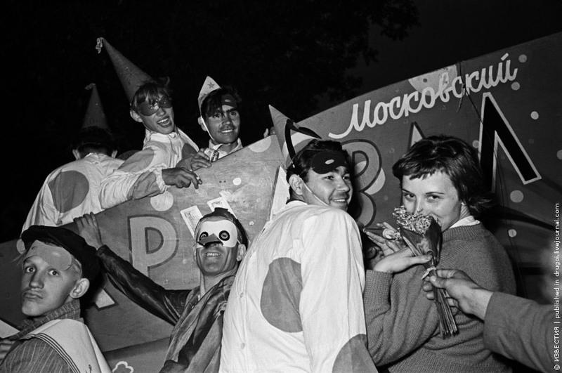 2 На карнавале в Парке им. Горького. 1959 год.