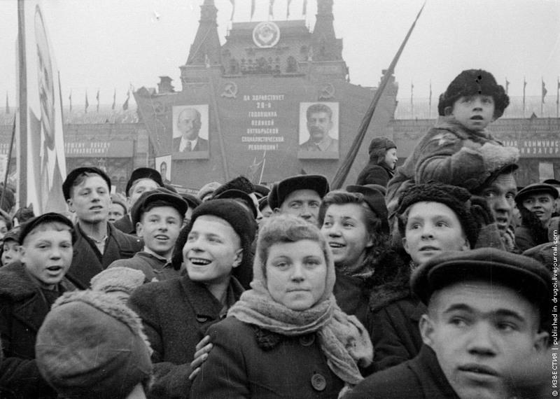 6 Демонстрация на Красной площади, 7 ноября 1945 года.