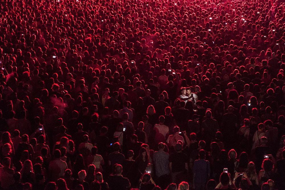 2 2 место – Культура селфи. Фотография сделана на концерте группы Massive Attack в Пуле. Автор фото: Jelena Jankovic. Место: Пула, Хорватия.