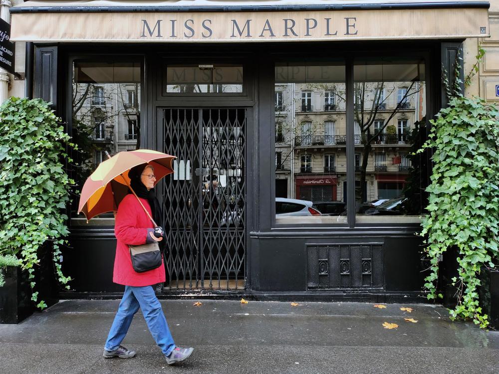 """11 До знакомства с Парижем я была уверена,что зонтик это """"символ""""дождливого Лондона...А нет!..."""