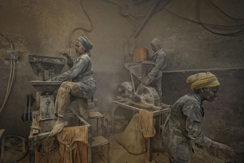 11 Поощрительная премия Замачивание семян горчицы Автор фото: Edoardo Agresti. Место: Асмэра, Эритрея.
