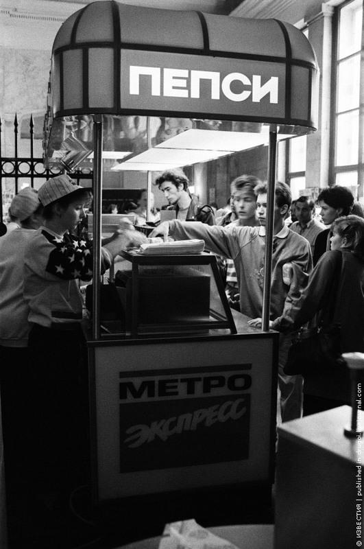 22 Первый фастфуд в метро. 1993 год