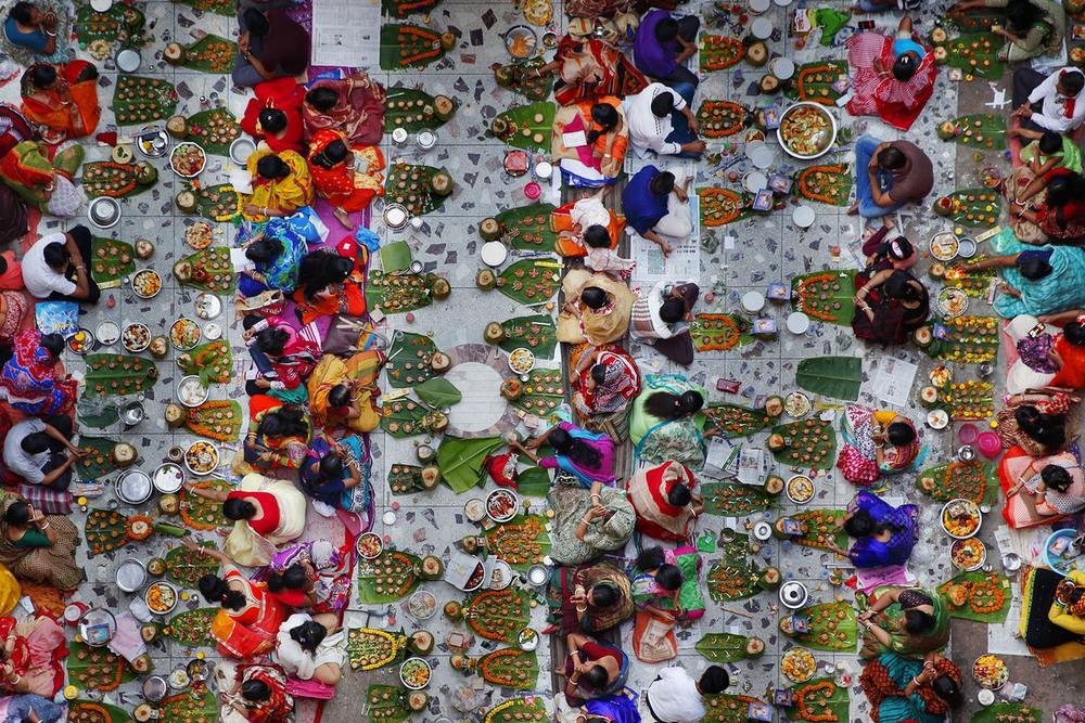 20 Собрание для совместного разговения  Автор фото: Noor Ahmed Gelal.
