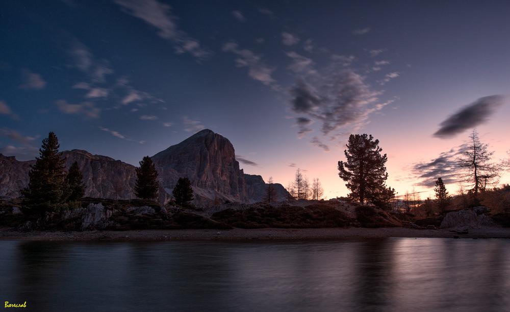 світанок на гірському озері Автор: Вячеслав