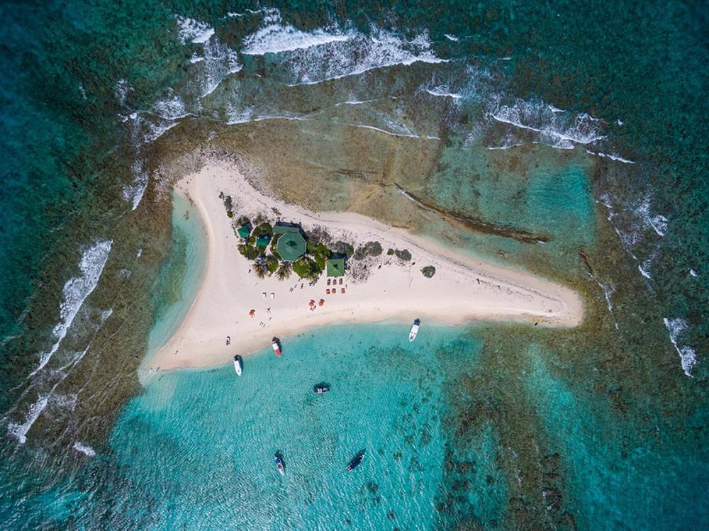"""1 Оазис """"Sandy"""". Ангилья, Британская территория в Карибском море. Автор - MATTHEW WADE."""
