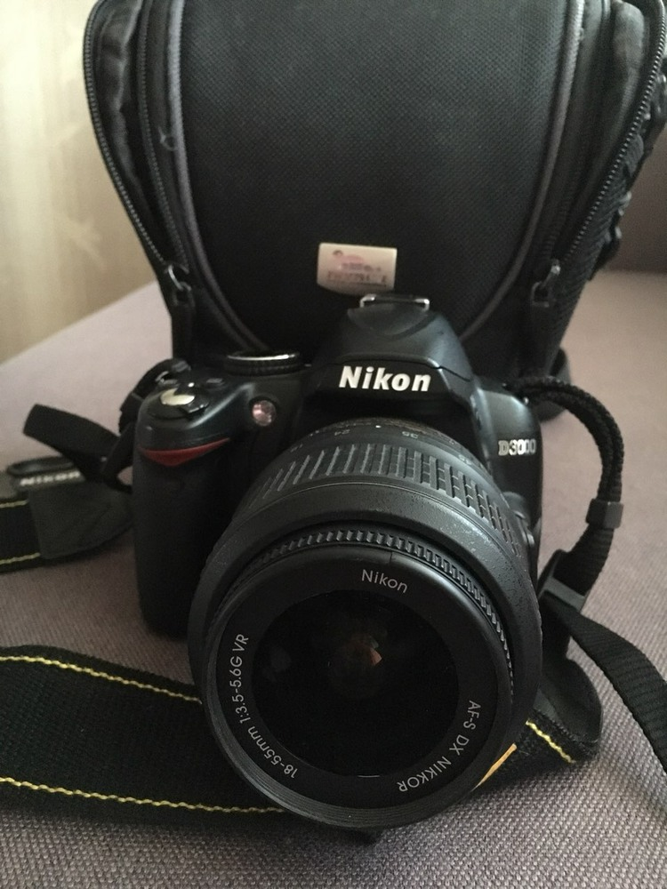 Продам Nikon D3000 kit 18—55