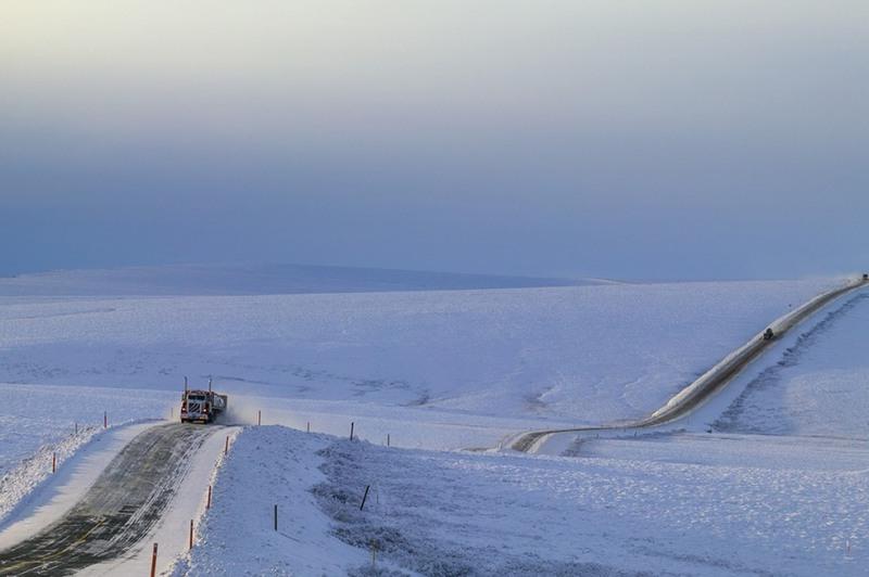 3 Далтон Хайвей, Аляска. Это самая изолированная и одна из самых заснеженных дорог в мире. Протяженность составляет 666 км. На данном участке расположено всего 3 маленьких поселка.