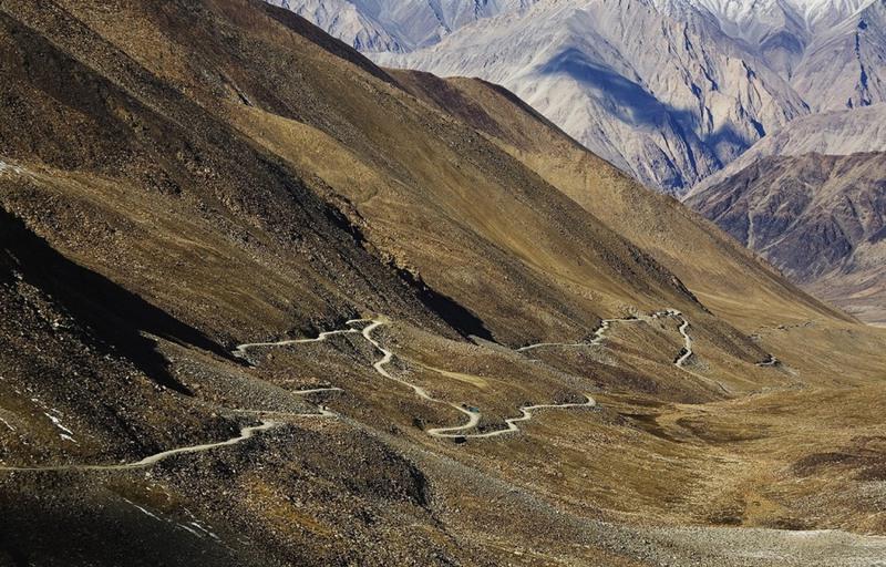 4 Кхардунг-Ла, Индия. Эта дорога признана Книгой рекордов Гиннесса и журналом National Geographic самым высоким в мире автомобильным перевалом. Она находится на высоте 5602 метра (практически высота Эльбруса).